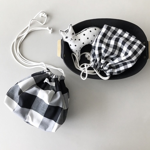 [프리오더] [vol. 3] Drawstring Pouch (Black / 2 size)