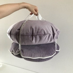 [마감] BLOMMA VELVET CUSHION (PLUM)
